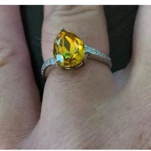 Swarovski Yellow Crystal ring w/ Crystal band